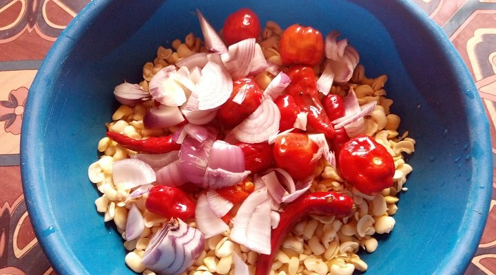 Peeled Beans with pepper and onion